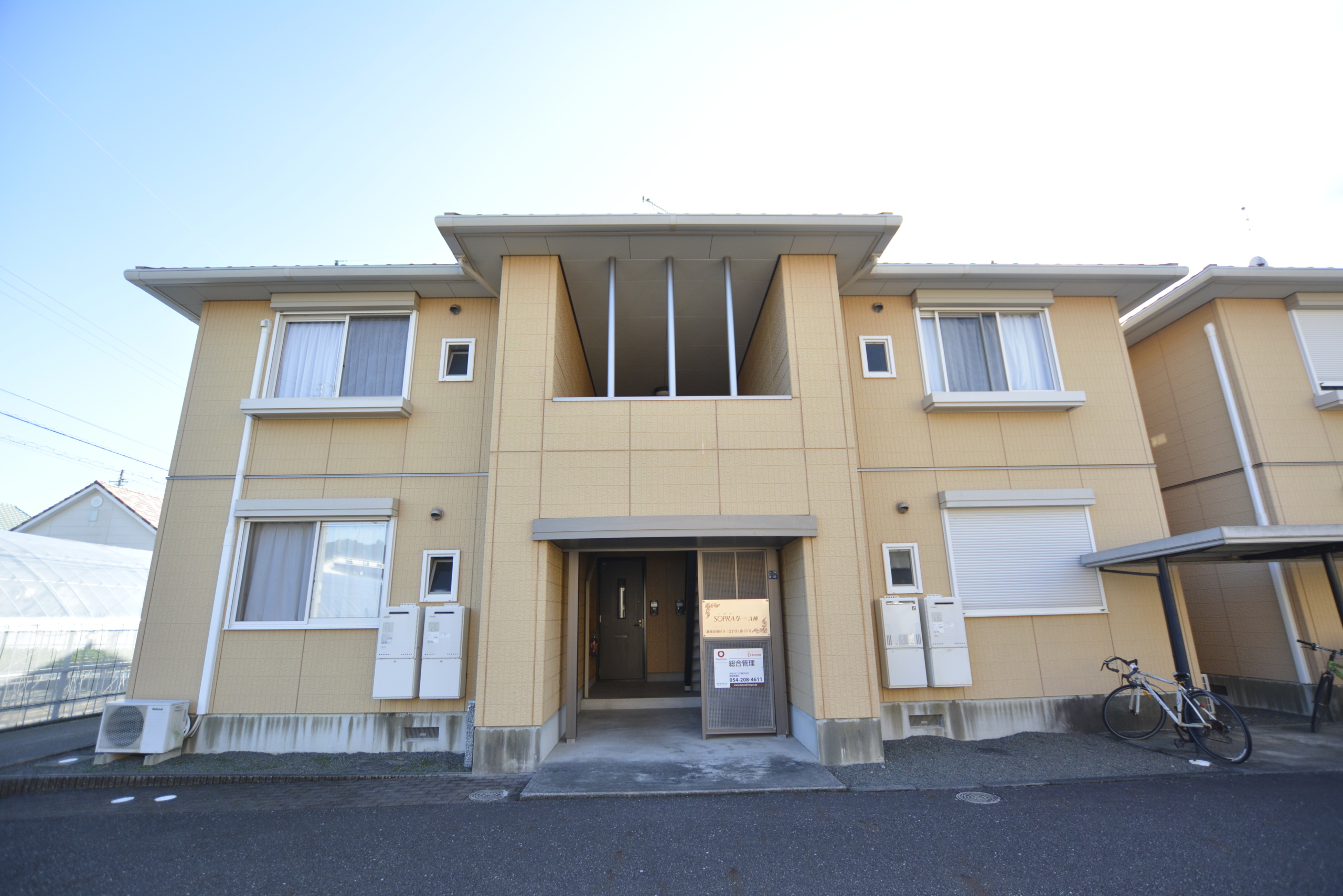 対面キッチン、明るいリビング、収納たくさんあります。連帯保証人も保証会社も不要です、静岡駅周辺へも安倍街道ですぐいけます♪