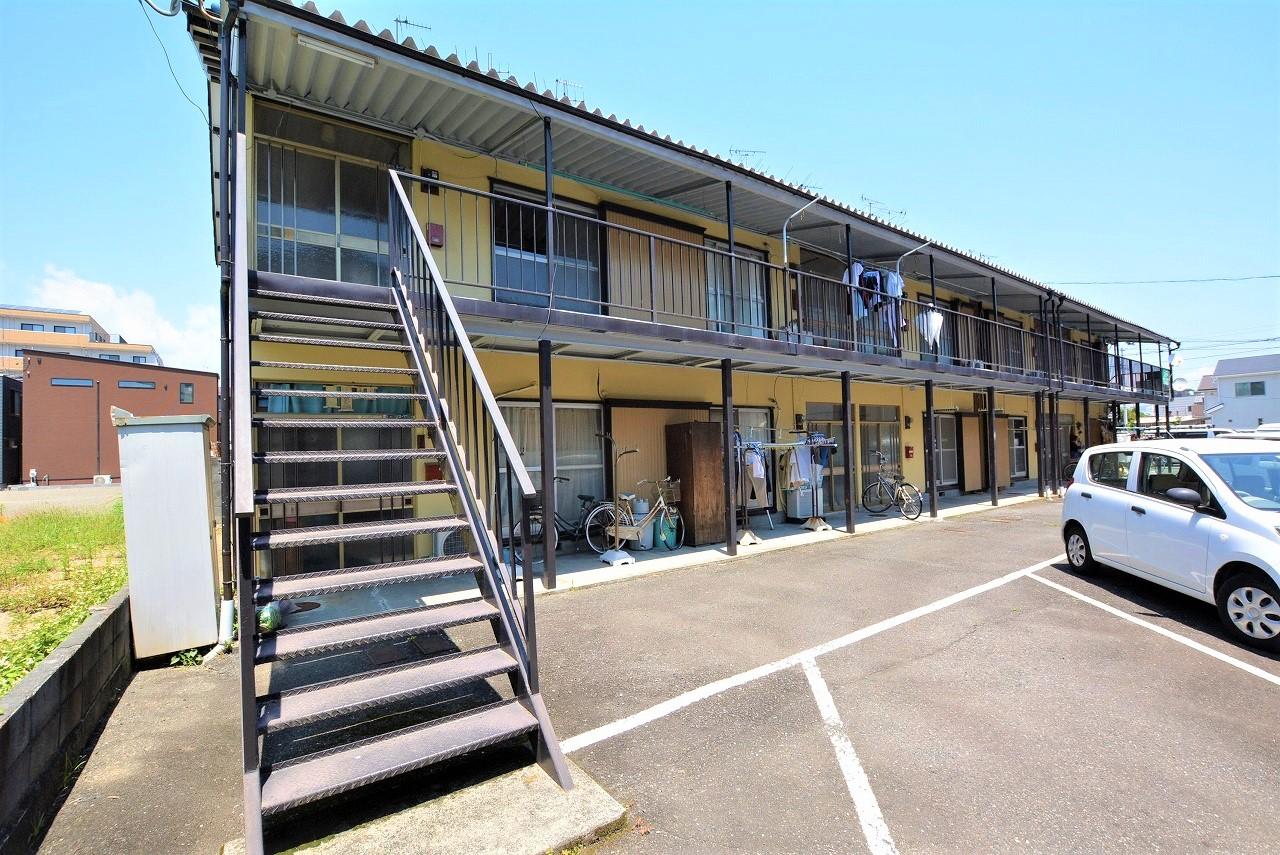 買物便利、周辺施設充実しています。静岡駅まで1400m、2DKで家賃4万円台の物件です。