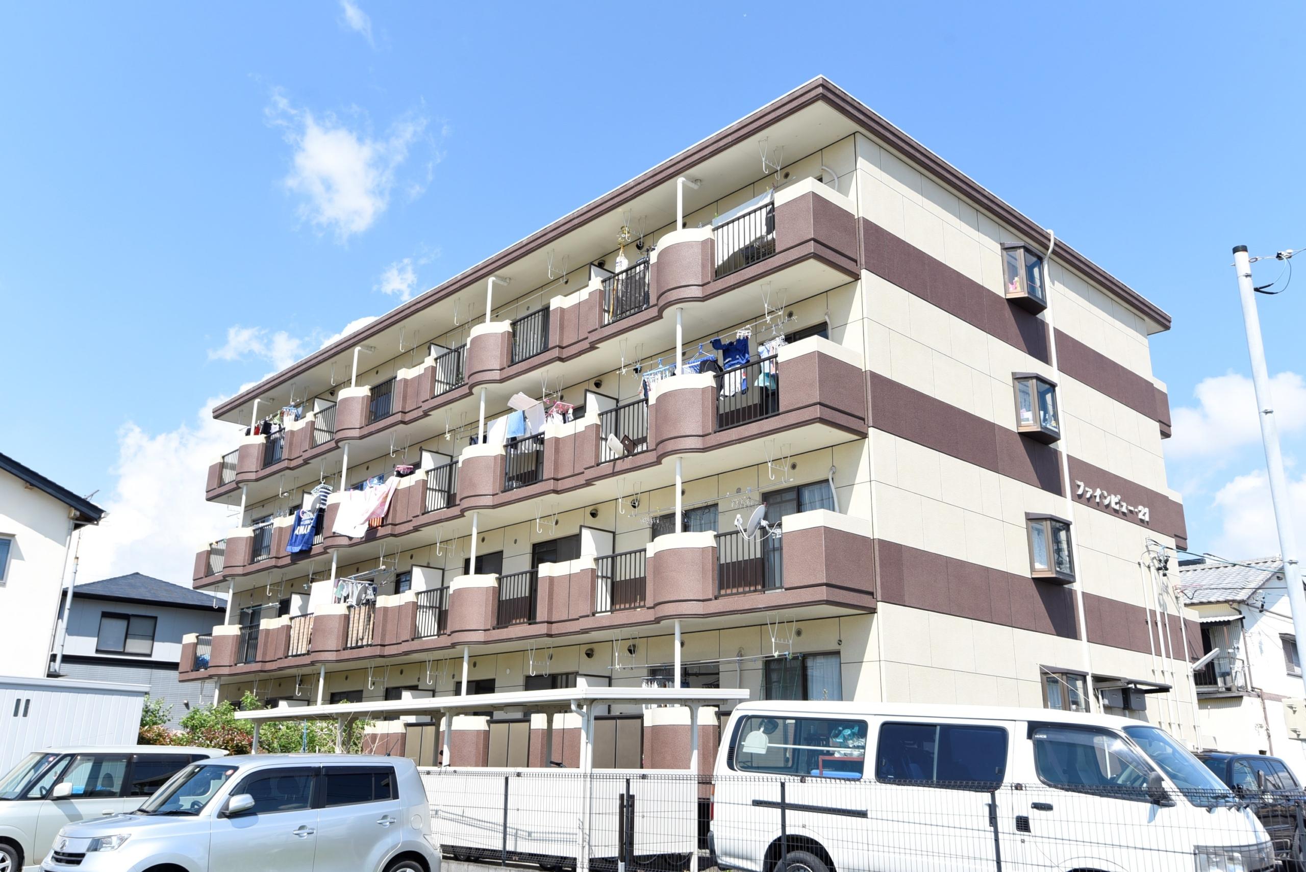 小学校まで徒歩6分、RC造りの防音性に優れたお部屋です♪ 陽当たり、通風、眺望も良好!お天気の良い日には、バルコニーから綺麗な富士山が望めますヨ、角部屋です♪