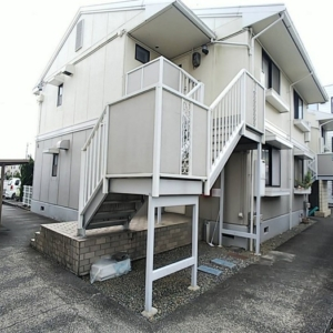 駐車場1台付き、角部屋、専用庭あります♪2DK、明るい室内、おすすめ物件です♪